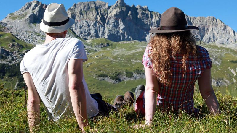 Singles genießen die Natur